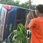 Kecelakaan Lalu Lintas: Bus Sumber Selamat Terguling dan Hantam Konter HP
