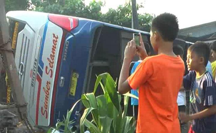 Kecelakaan Lalu Lintas di Sragen Bus Sumber selamat