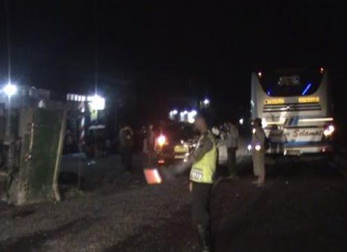 Kecelakaan Lalu Lintas - Bus Sumber Selamat Tabrak truk Pasir
