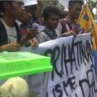 Puluhan Mahasiswa Semarang Demo Tuntut DPR