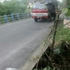 Jembatan Trono Terancam Ambrol Akibat Tergerus Hujan