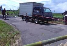 Mobil Masih Nekat Melewati Talud Ngrundul yang Ambrol