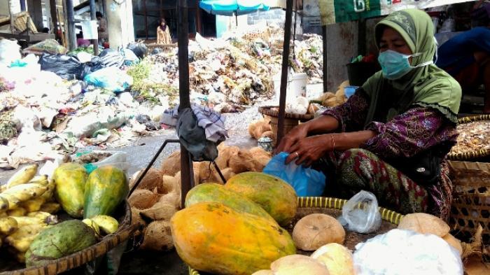 sampah menumpuk pasar klaten